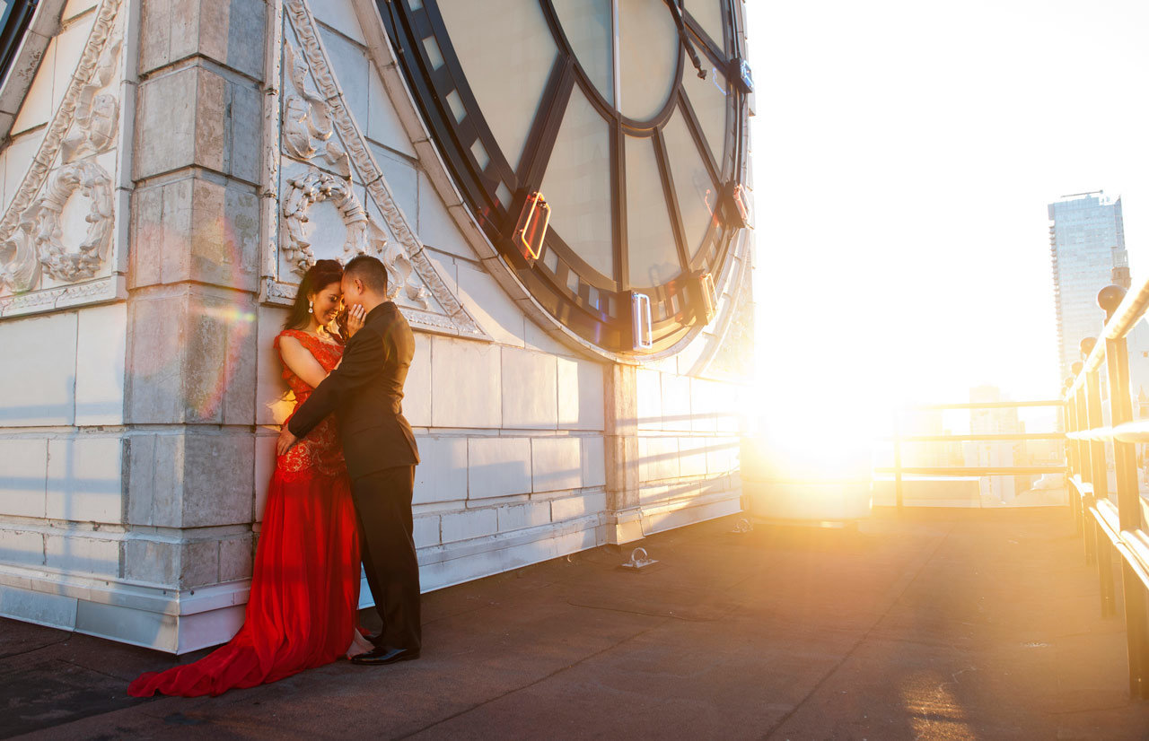 vancouver-wedding-photographer-best-wedding-photographer-clock-tower-engagement-photos-SP092