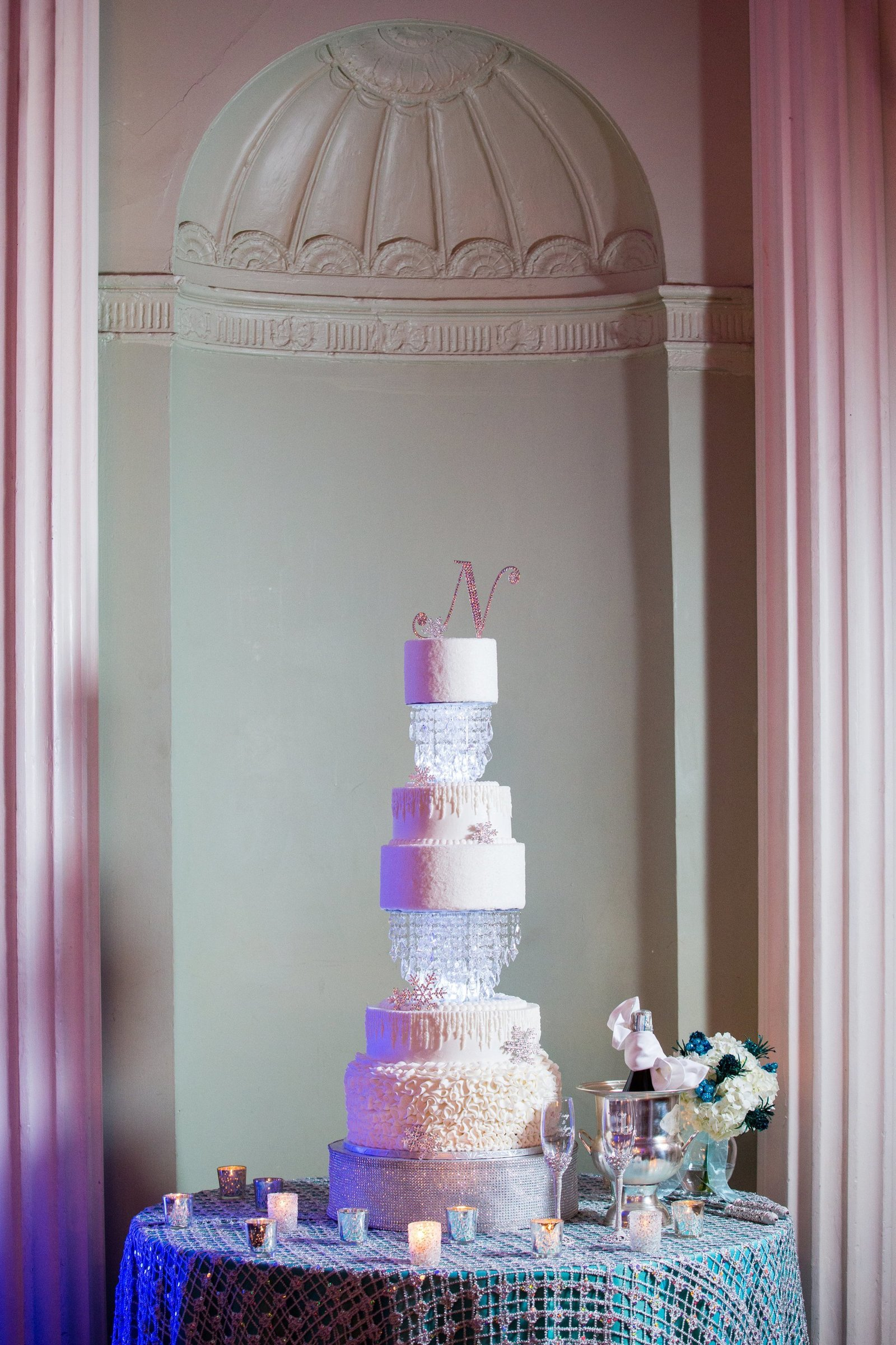 wedding-cake-at-biltmore-ballrooms
