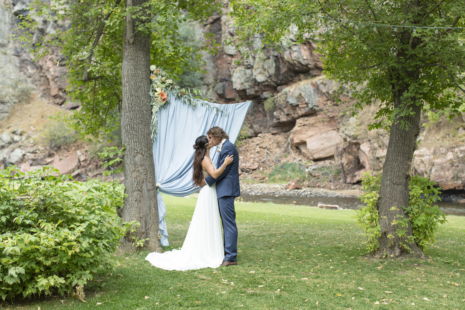 Jessi-Zach-Photography-Colorado-Mountain-Wedding-Photographers-Purple-Summer-Events-River-Bend_09