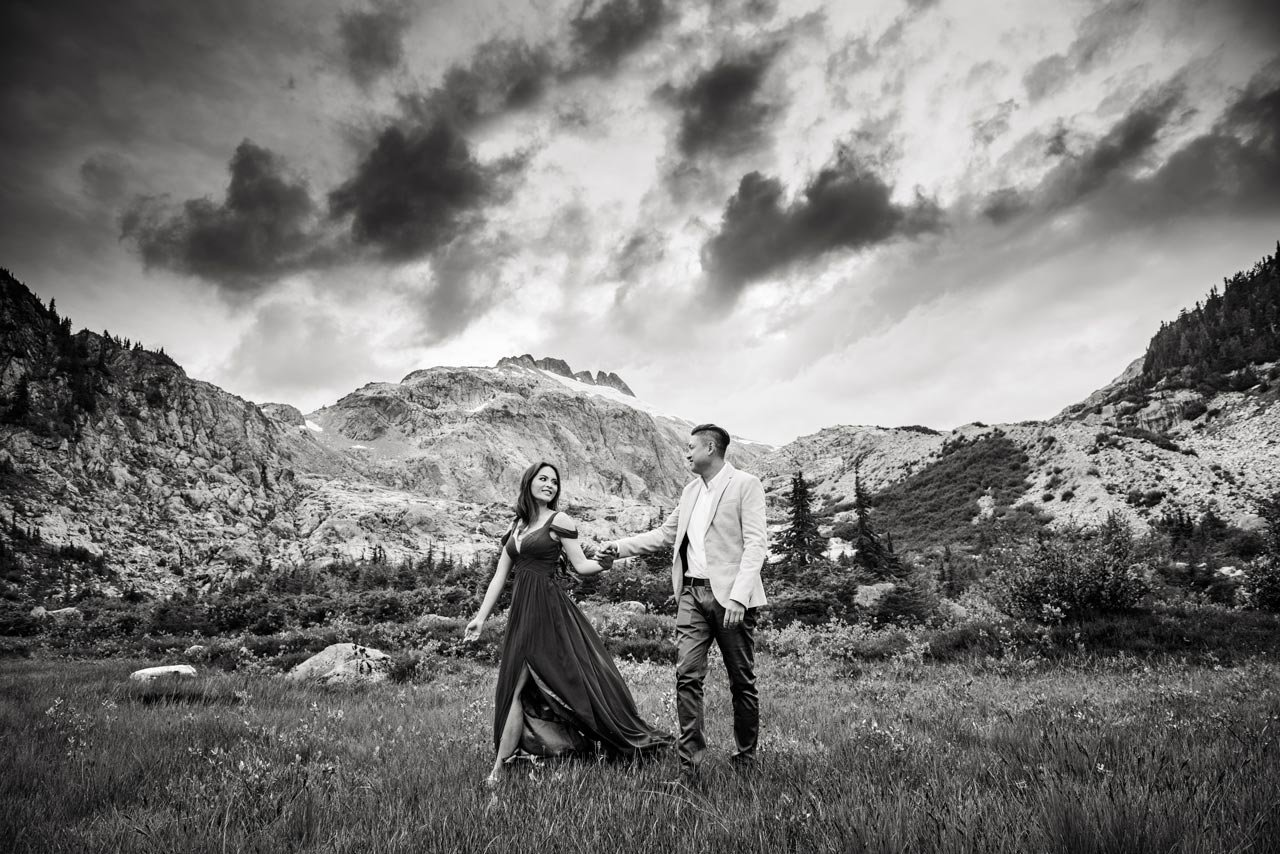vancouver-wedding-photographer-best-wedding-photographer-mountain-engagement-photos-CT047