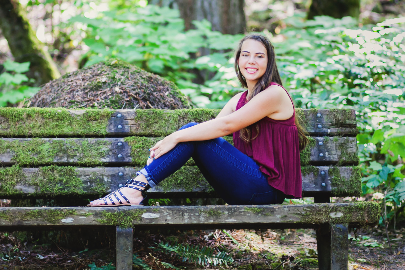 senior graduation photo of girl sitting on a bench in OR | Susie Moreno Photography