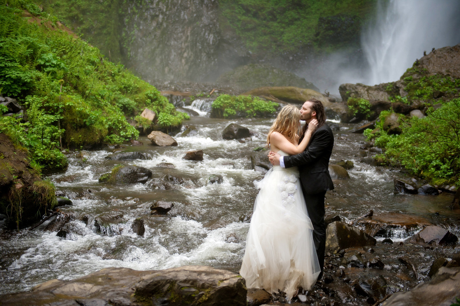 Crystal Genes Photography LATOURELL FALLS ELOPEMENT170421-161453