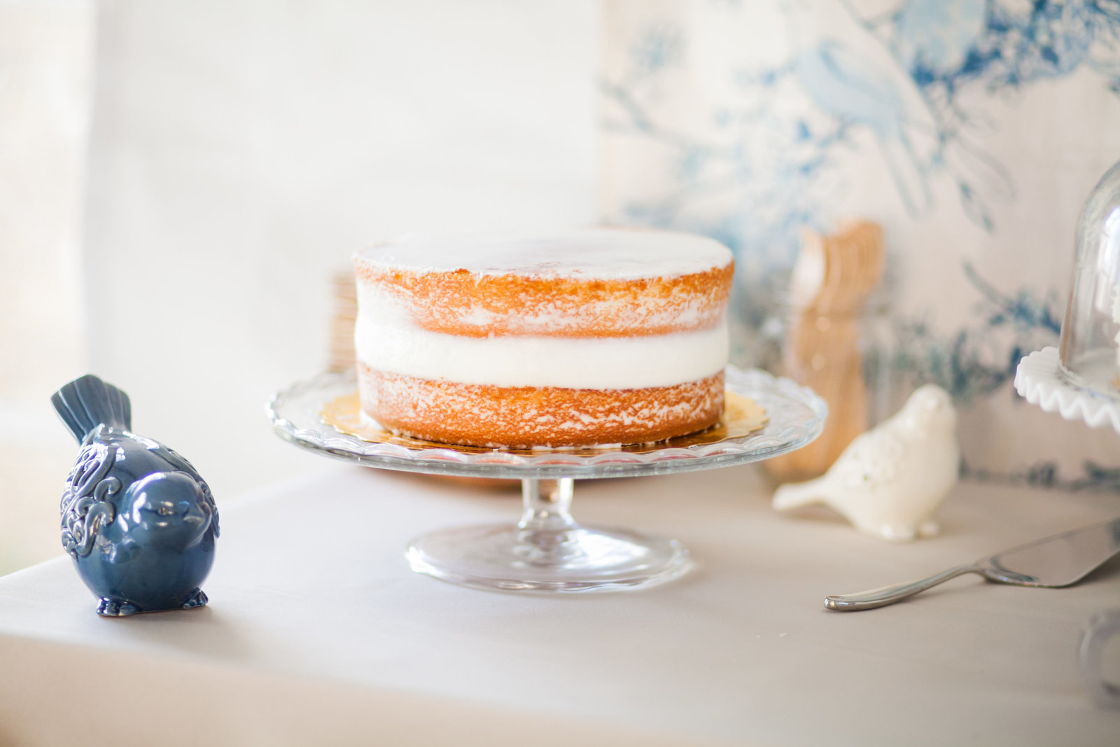 Picture of naked wedding cake on crystal cake stand | Susie Moreno Photography