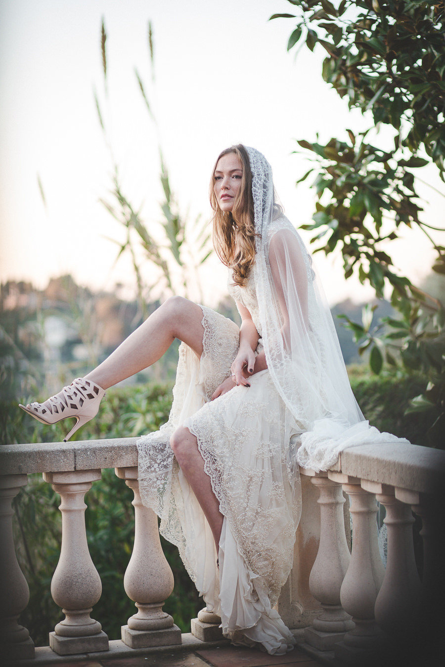 Artemis_champagne_beaded_lace_boho_wedding_dress_veil_JoanneFlemingDesign_ToneTvedtFoto2