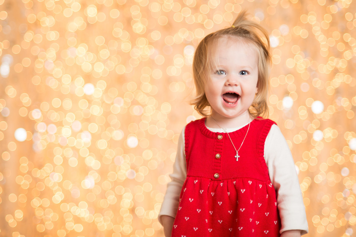 caitlin-chadwick-studios-holiday-mini-portrait-beautiful-blonde-blue-green-eyed-girl-child-gold-festive_0005
