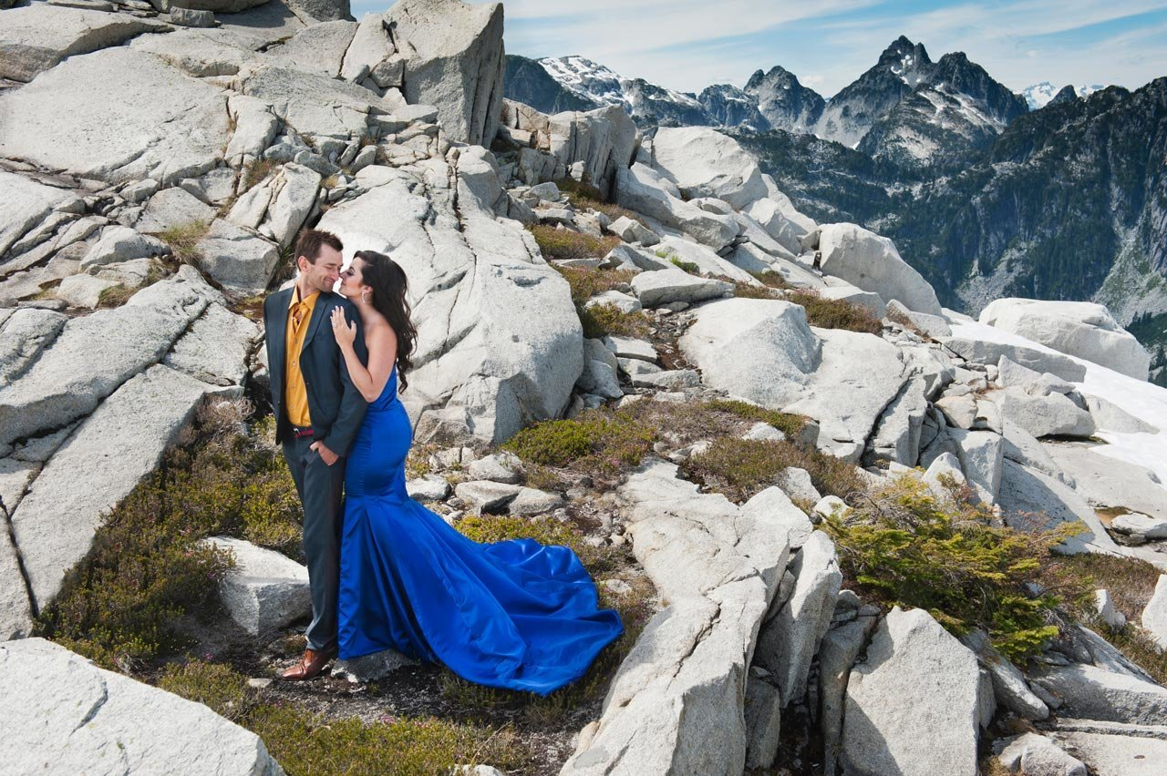 vancouver-wedding-photographer-best-wedding-photographer-mountain-engagement-photos-AV031