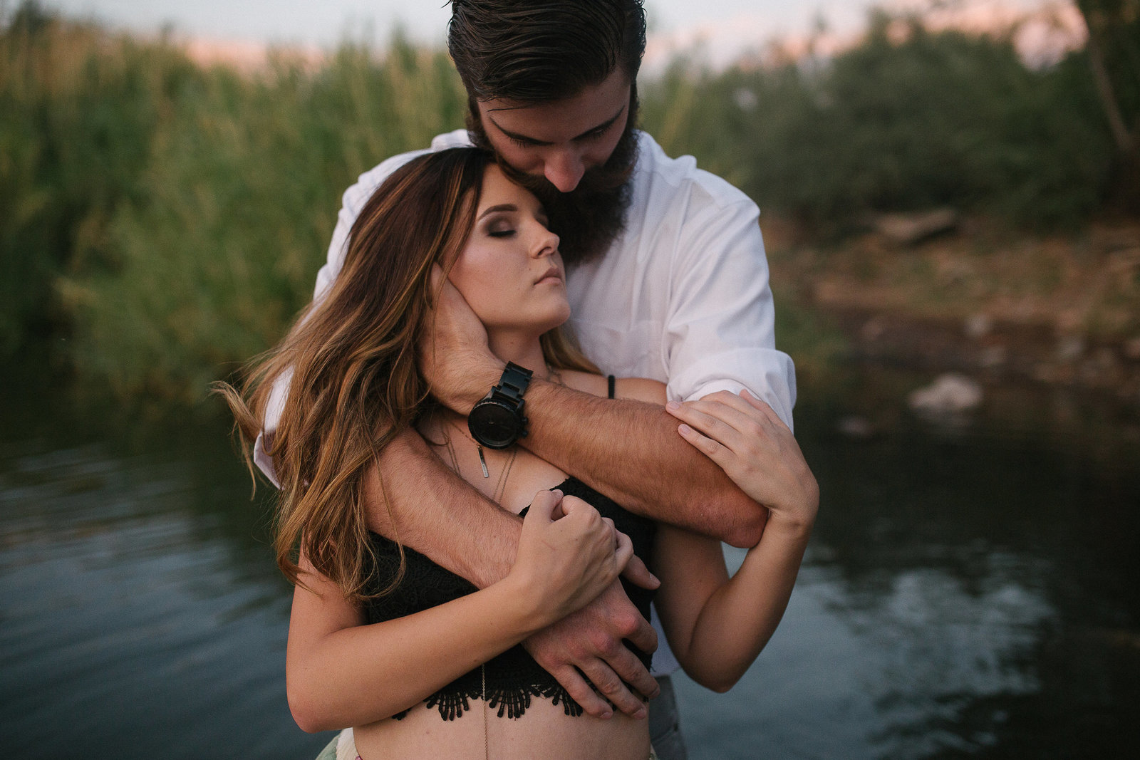 A couple embrace alongside a moutain in this engagement session in Tempe, AZ