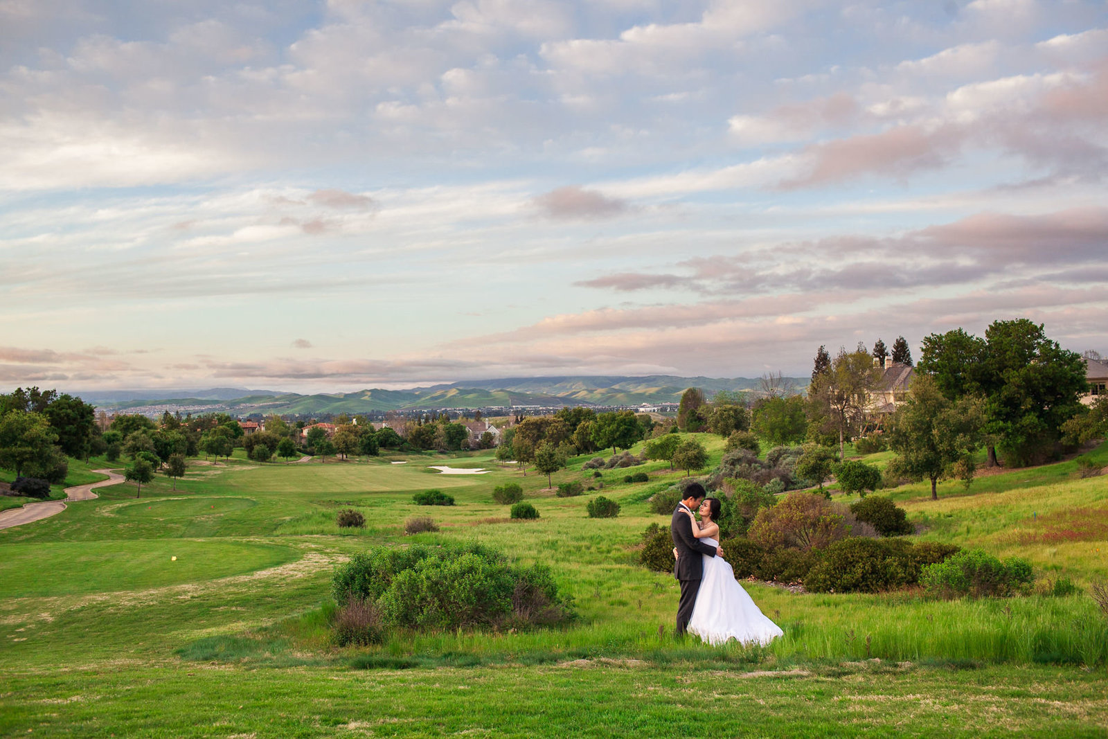 pleasanton ruby hill golf course wedding couple on the rolling hills