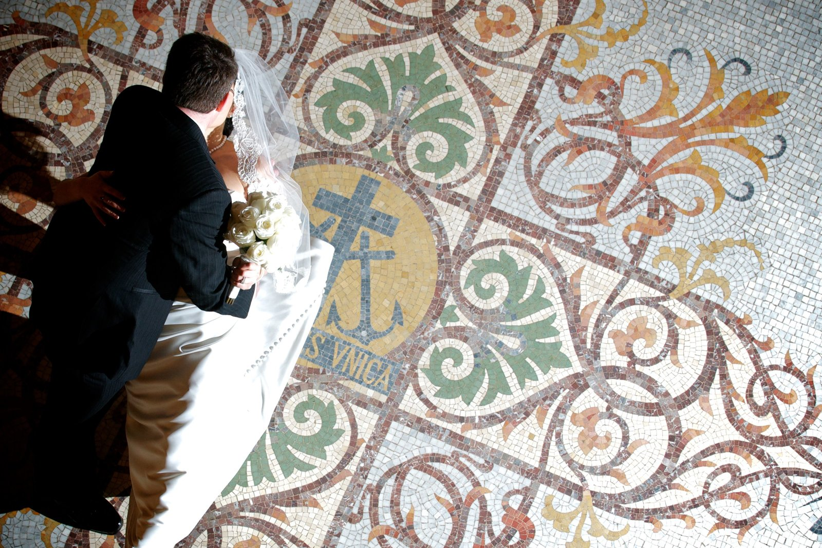 Bridal Portrait with the beautiful mosaic floor under the Golden Dome at Notre Dame