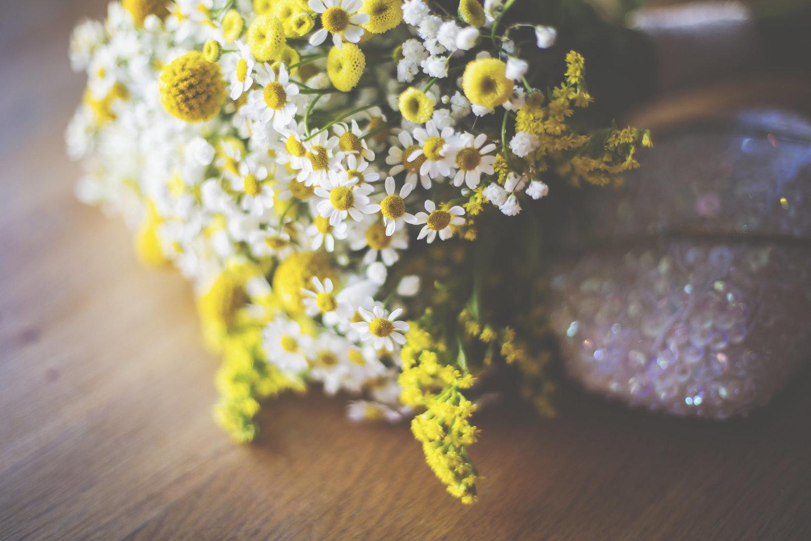 Daisy bouquet. English garden flowers