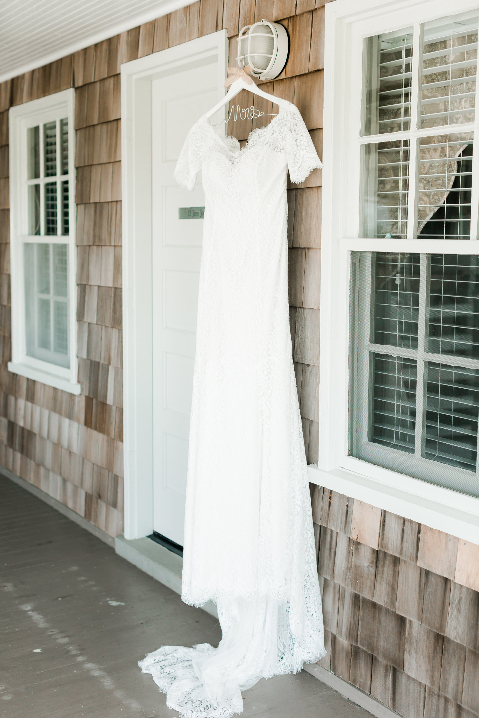 First Colony Inn Classic Coastal Wedding by Coastal Wedding Photographer Elizabeth Friske Photography-4