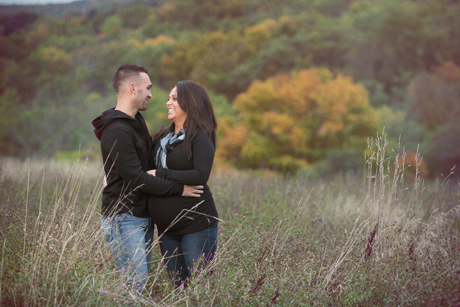outdoor casual maternity photography in the Hudson Valley NY