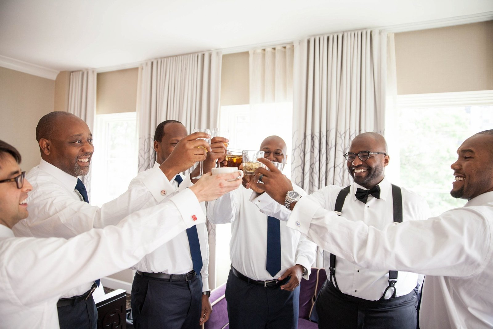 groomsmen-getting-ready-for-wedding