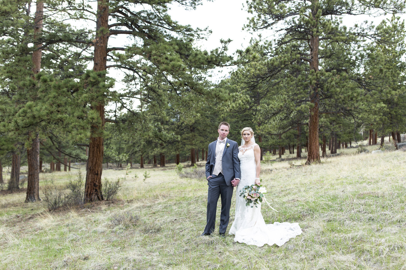 Jessi-Zach-Photography-Colorado-Mountain-Wedding-Photographer-Della-Terra-Mountain-Chateau_20