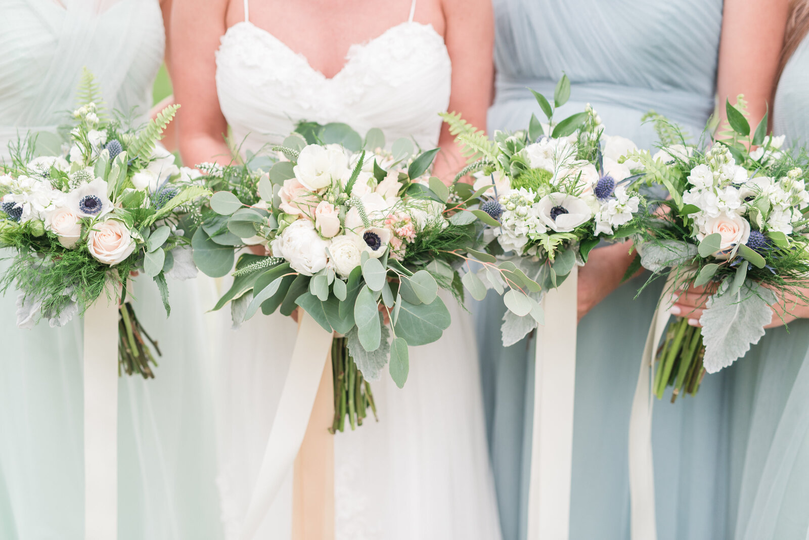 white-bouquets-hampton-roads-wedding-photographer-photo