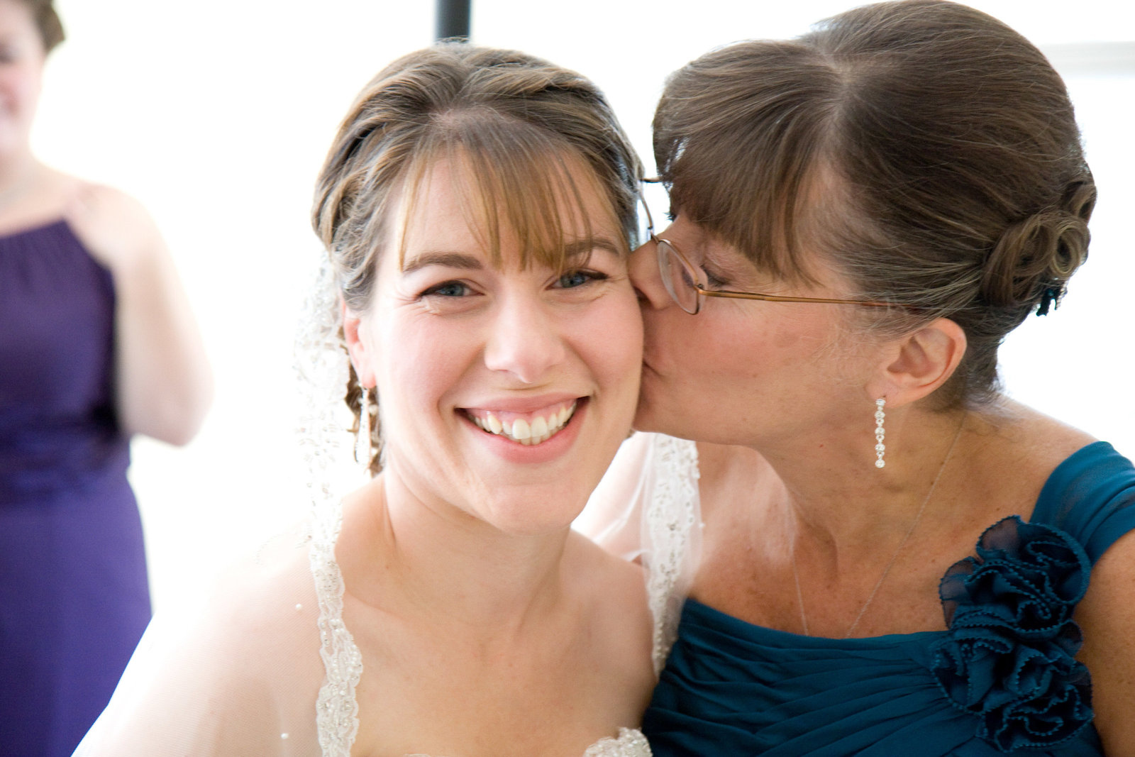 wedding photography bride and mom