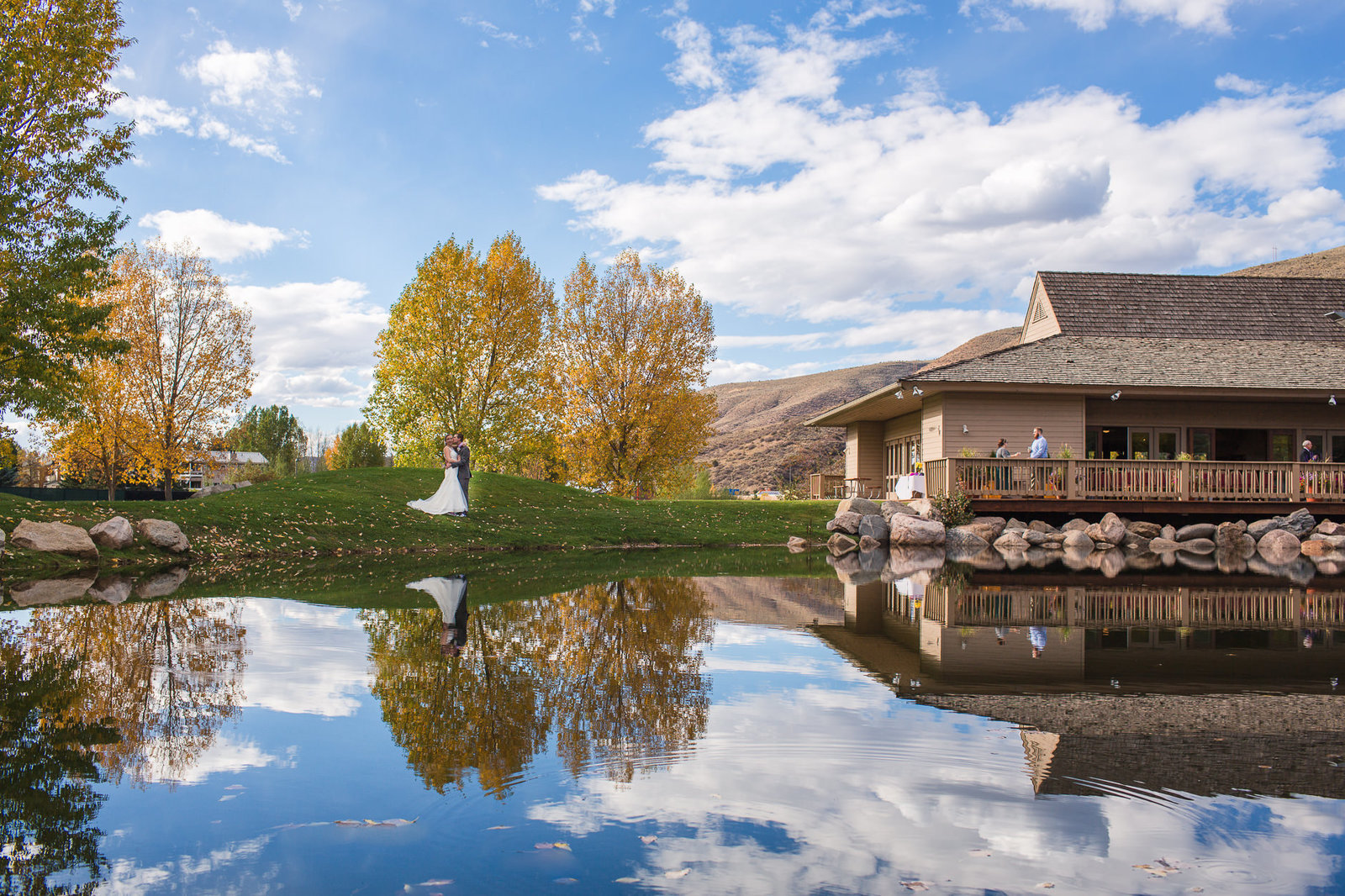 alice-che-photography-eagle-vail-pavilion-wedding-gorgeous-reflections