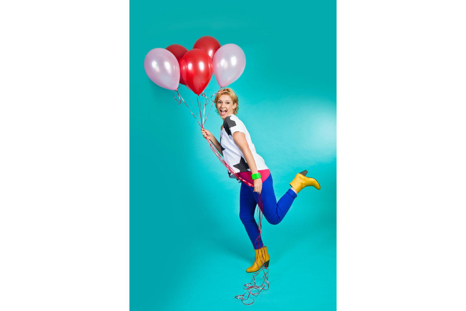 Vrolijk portret met felle kleuren en ballonnen. Copyright Nanda Zee-Fritse | FOTOZEE