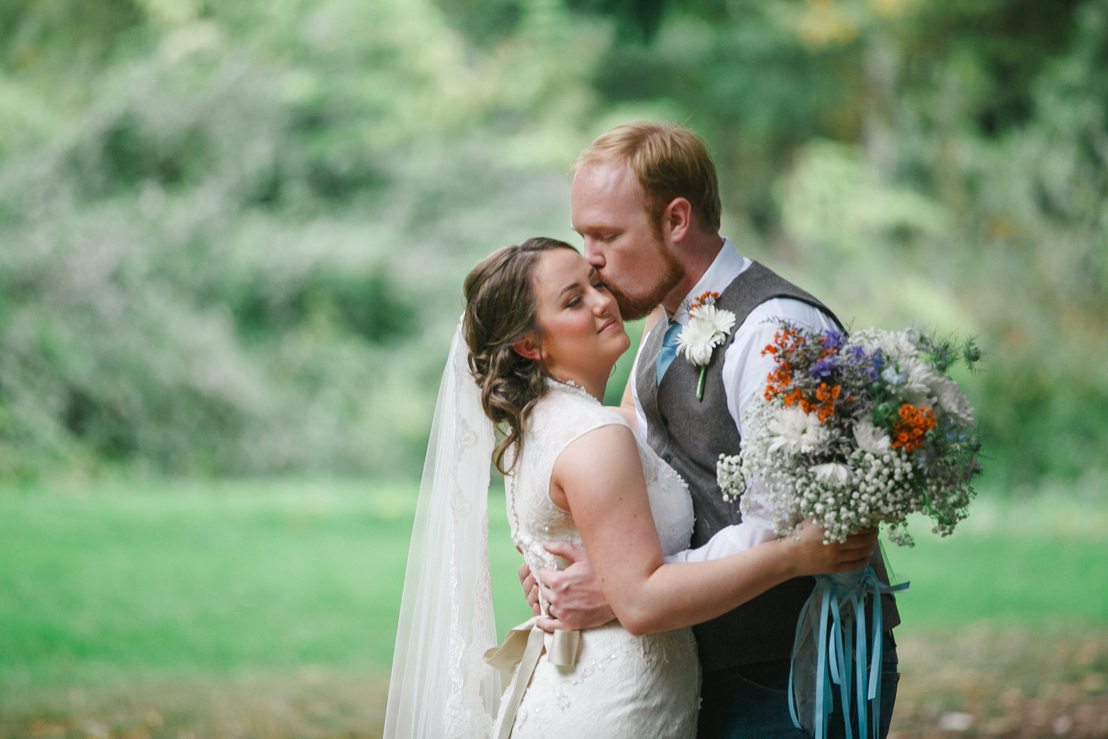 photo of Gresham Oregon wedding with bride and groom embracing outdoors | Susie Moreno Photography