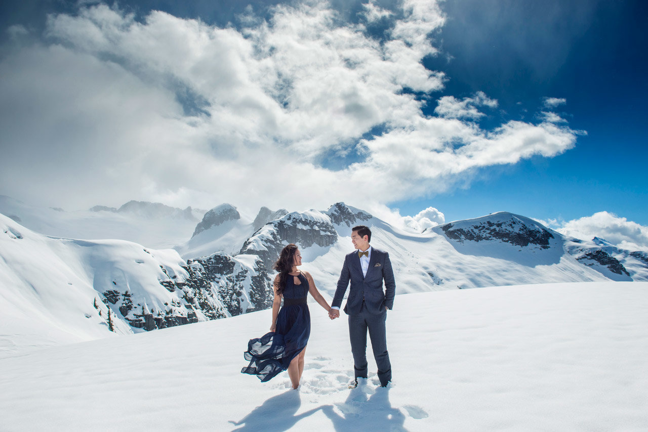 vancouver-wedding-photographer-best-wedding-photographer-mountain-engagement-photos-CA004