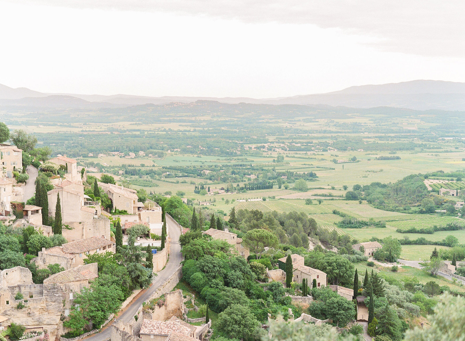 Gordes. Gordes sunset. Provence sunset. Luberon, France. Paris wedding photographer. Paris wedding photography. France wedding photographer. Paris destination wedding.