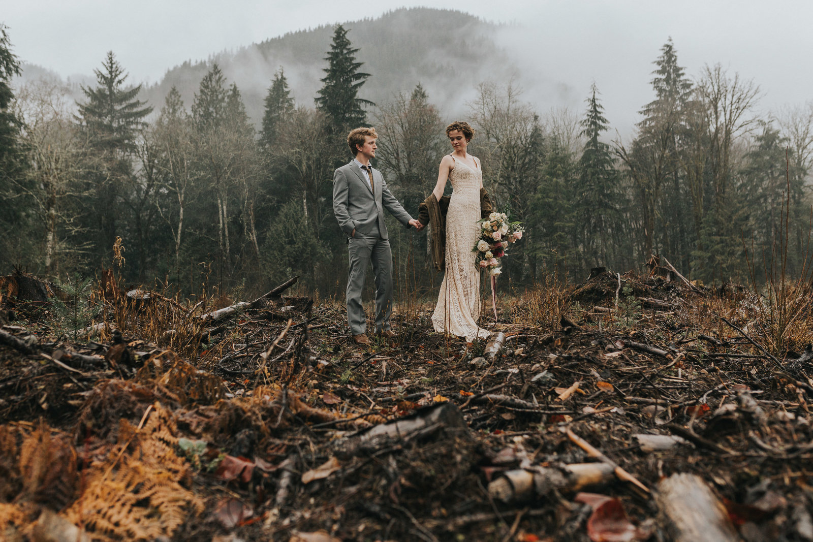 couple eloping in the PNW scenery