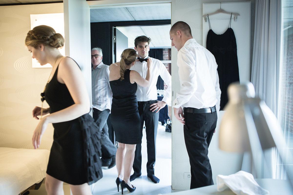 petegem aan de schelde trouw nathalie en seger klaarmaken bruidegom foto