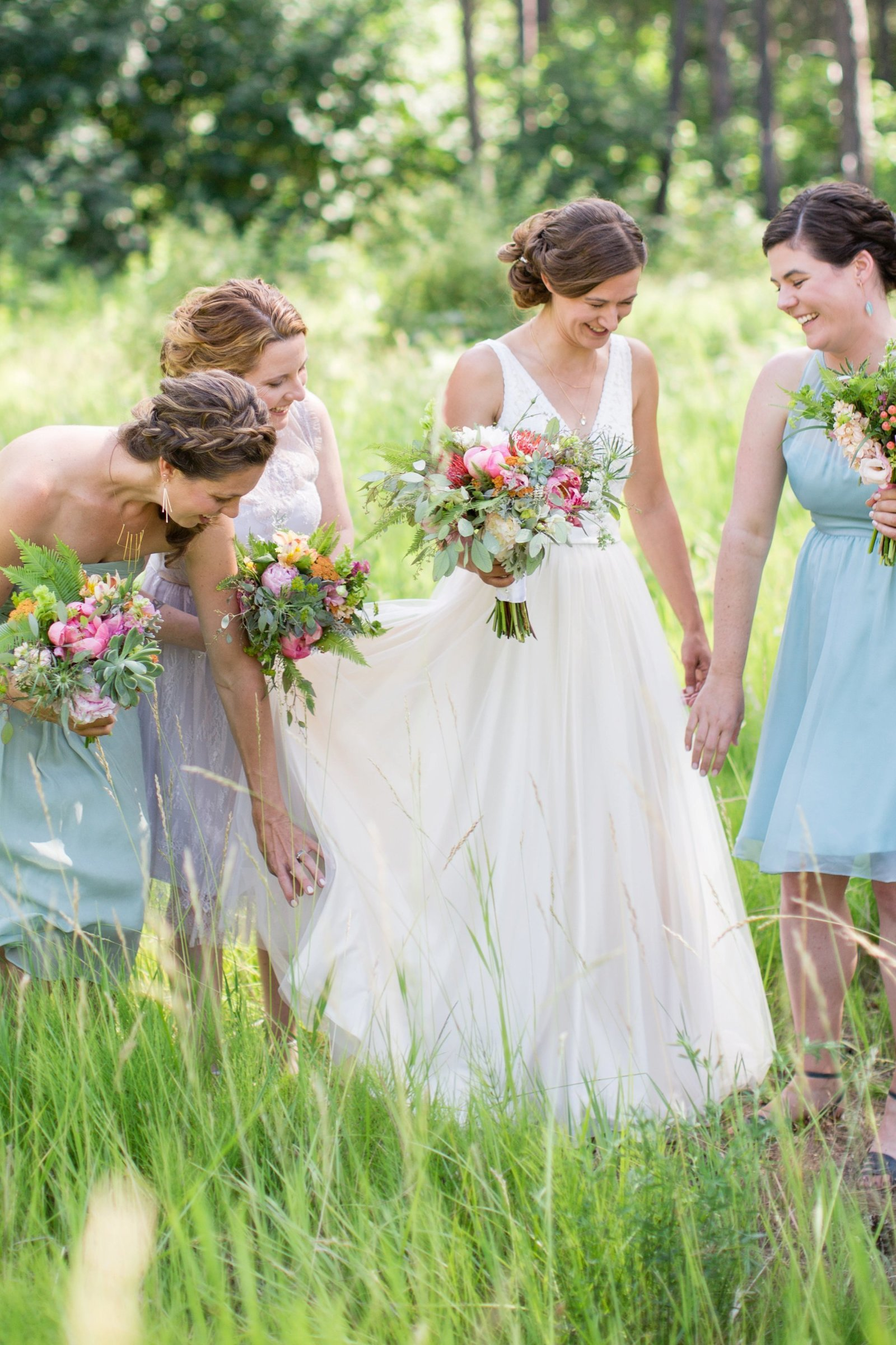 bridesmaids-with-bride-in-tall-grass