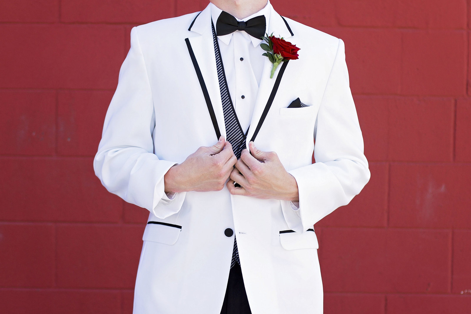 prom | West Fargo Prom | elizabeth street photography | white tux | looking sharp | West Fargo, ND