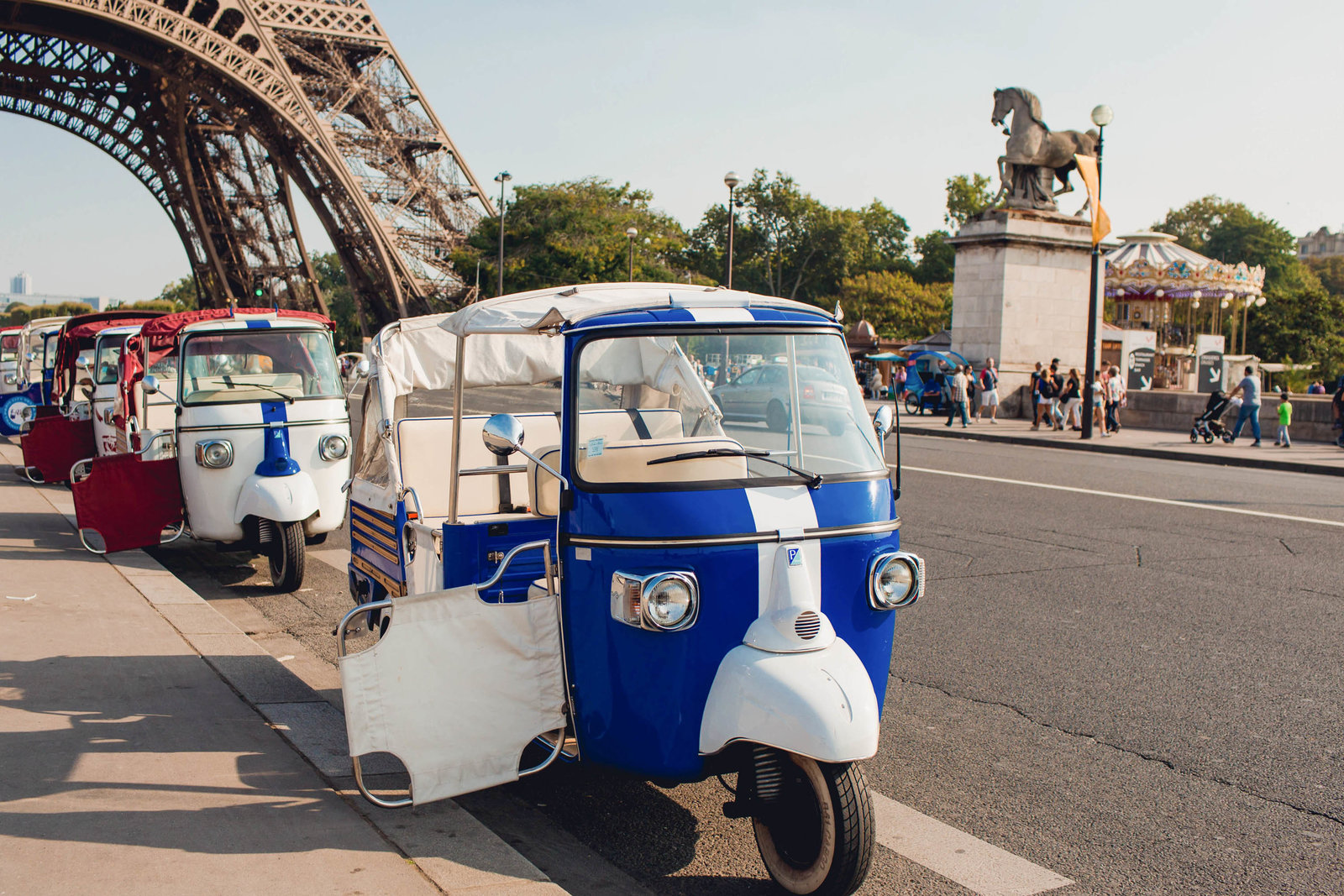 scooter-paris-france-travel-destination-wedding-kate-timbers-photography-1737