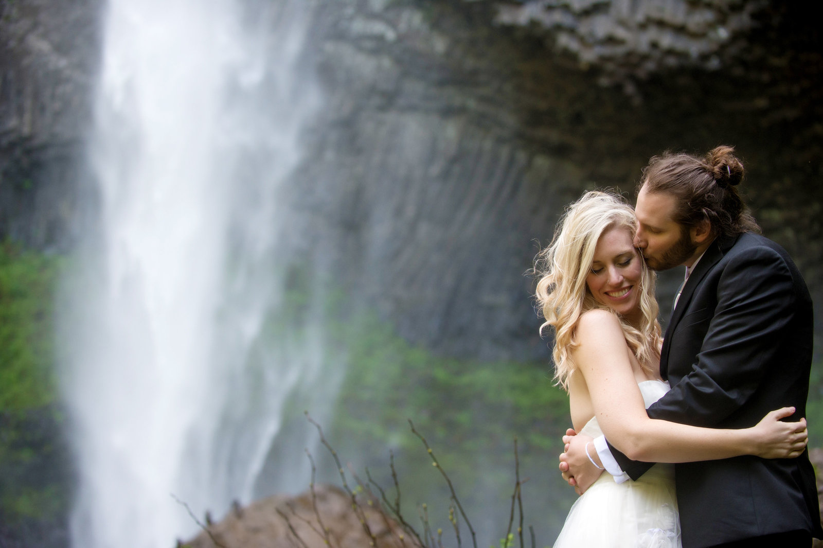 Crystal Genes Photography LATOURELL FALLS ELOPEMENT170421-155847