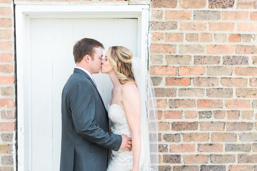 Intimate-Barn-Lewisburg-Wedding-photos-by-carrie-b-joines (4)