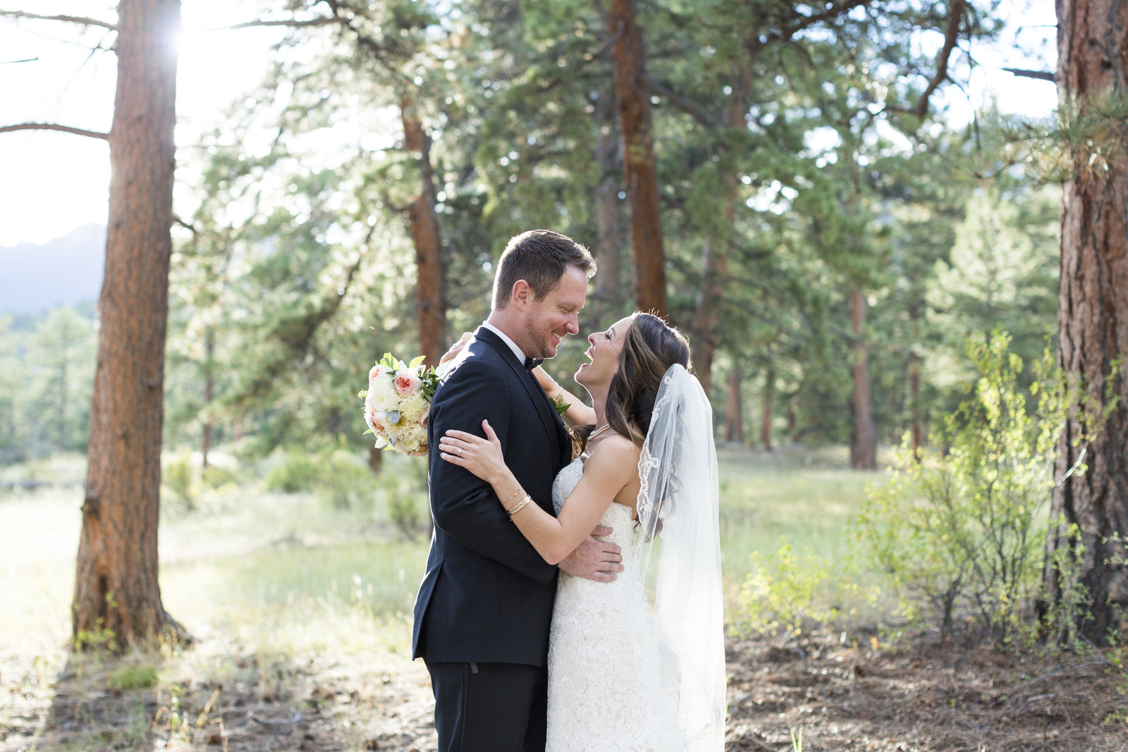 Jessi-Zach-Photography-Colorado-Mountain-Wedding-Photographer-Della-Terra-Mountain-Chateau_57