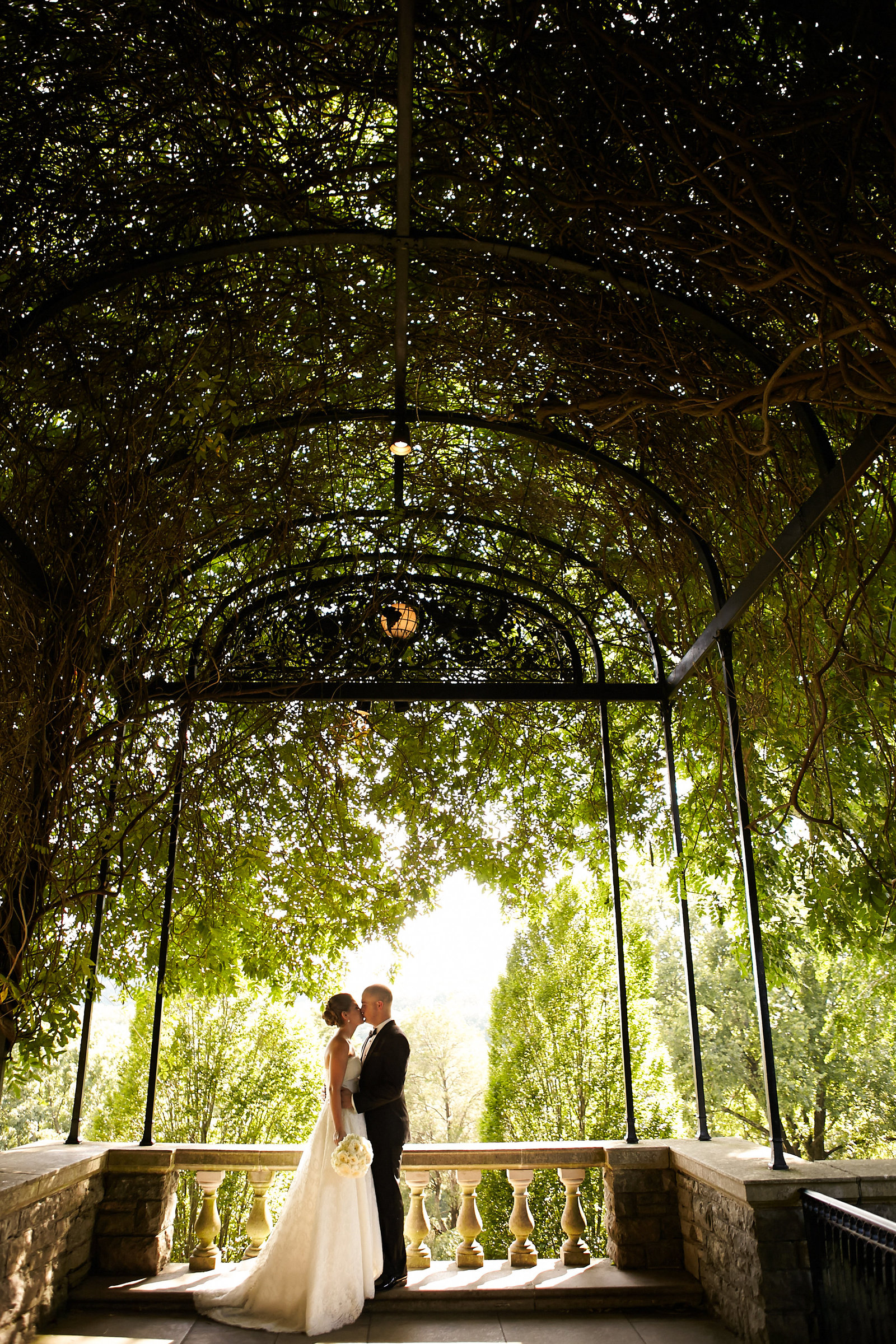 Cheekwood-Wysteria-Arbor-Wedding