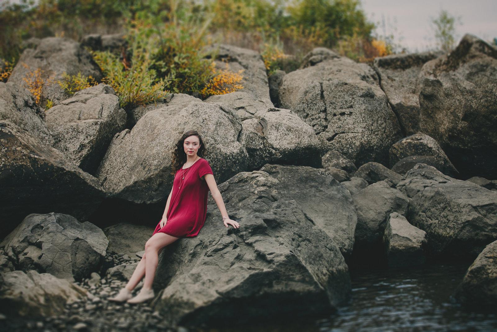 enviromental outdoor senior photos in lake oswego  OR | Susie Moreno Photography
