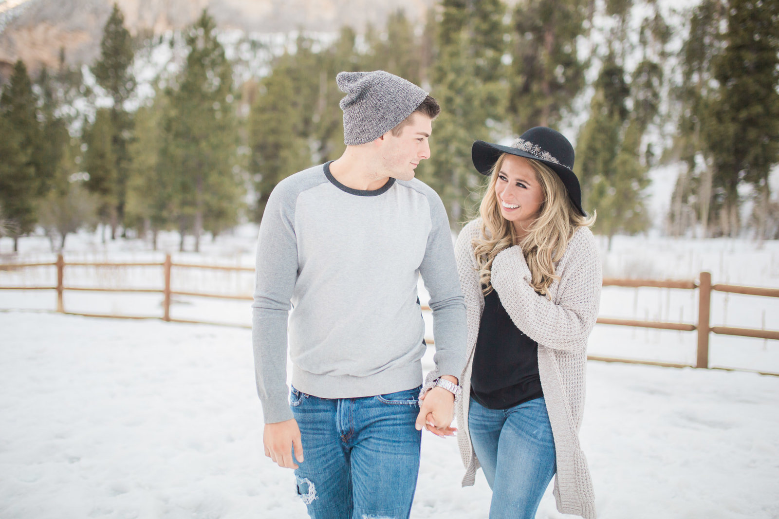 mt-charleston-las-vegas-winter-snowy-engagement-4