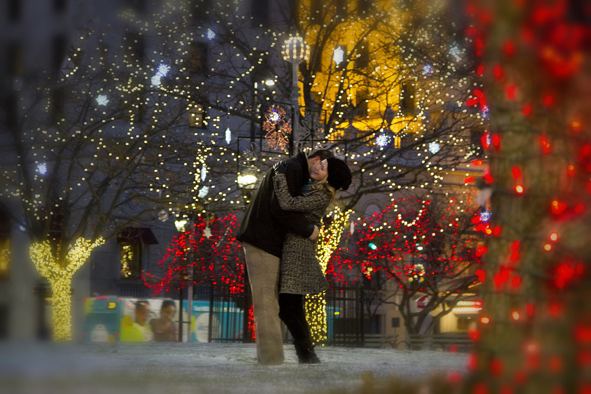 ImagineItPhotography-cleveland_christmas_lights_engagement