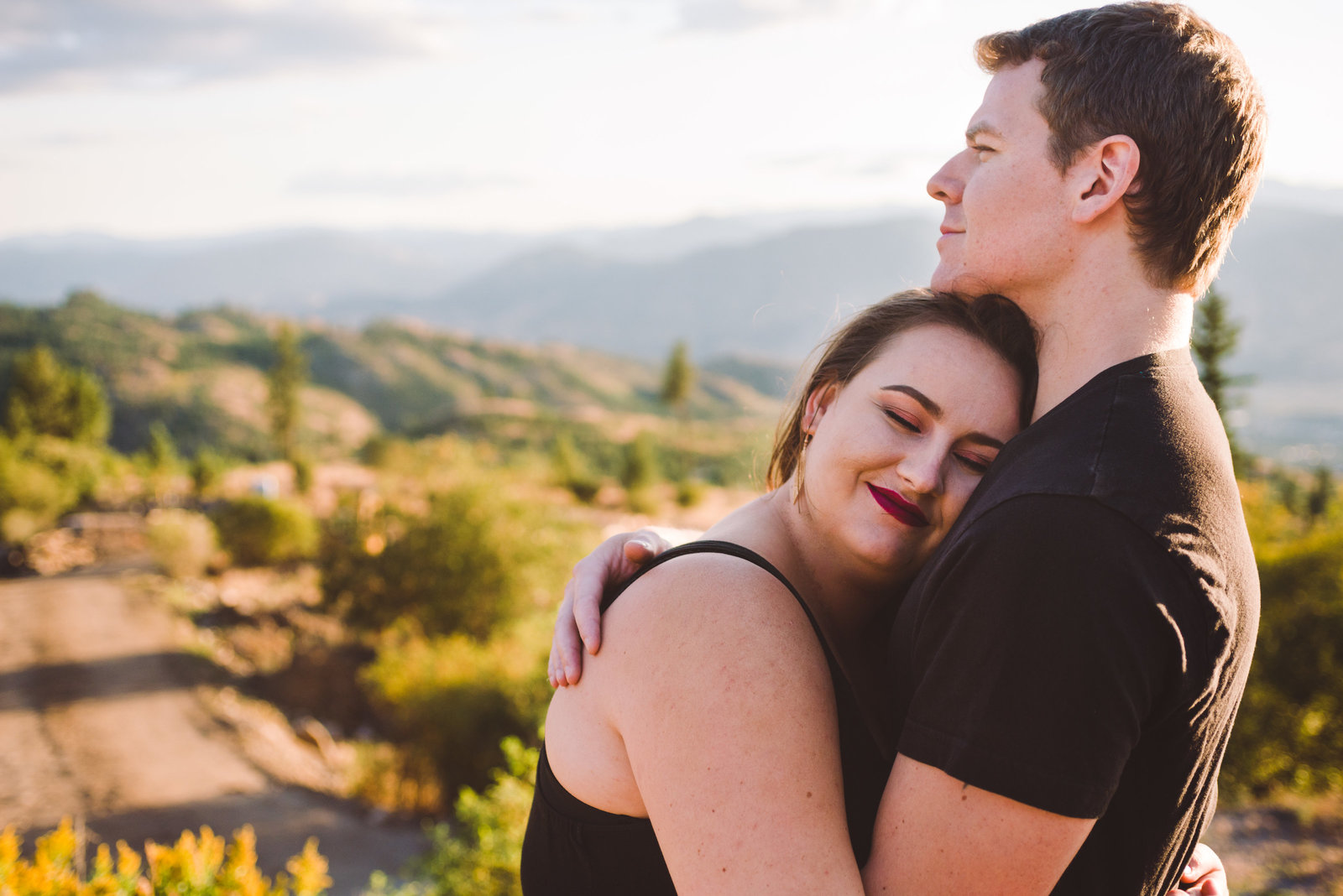 Cozy fall engagement session at beautiful Penticton home.