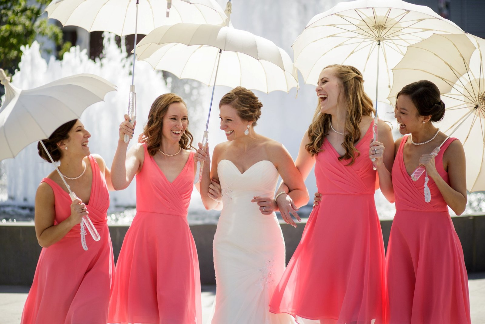 bridal-party-photos-with-umbrellas
