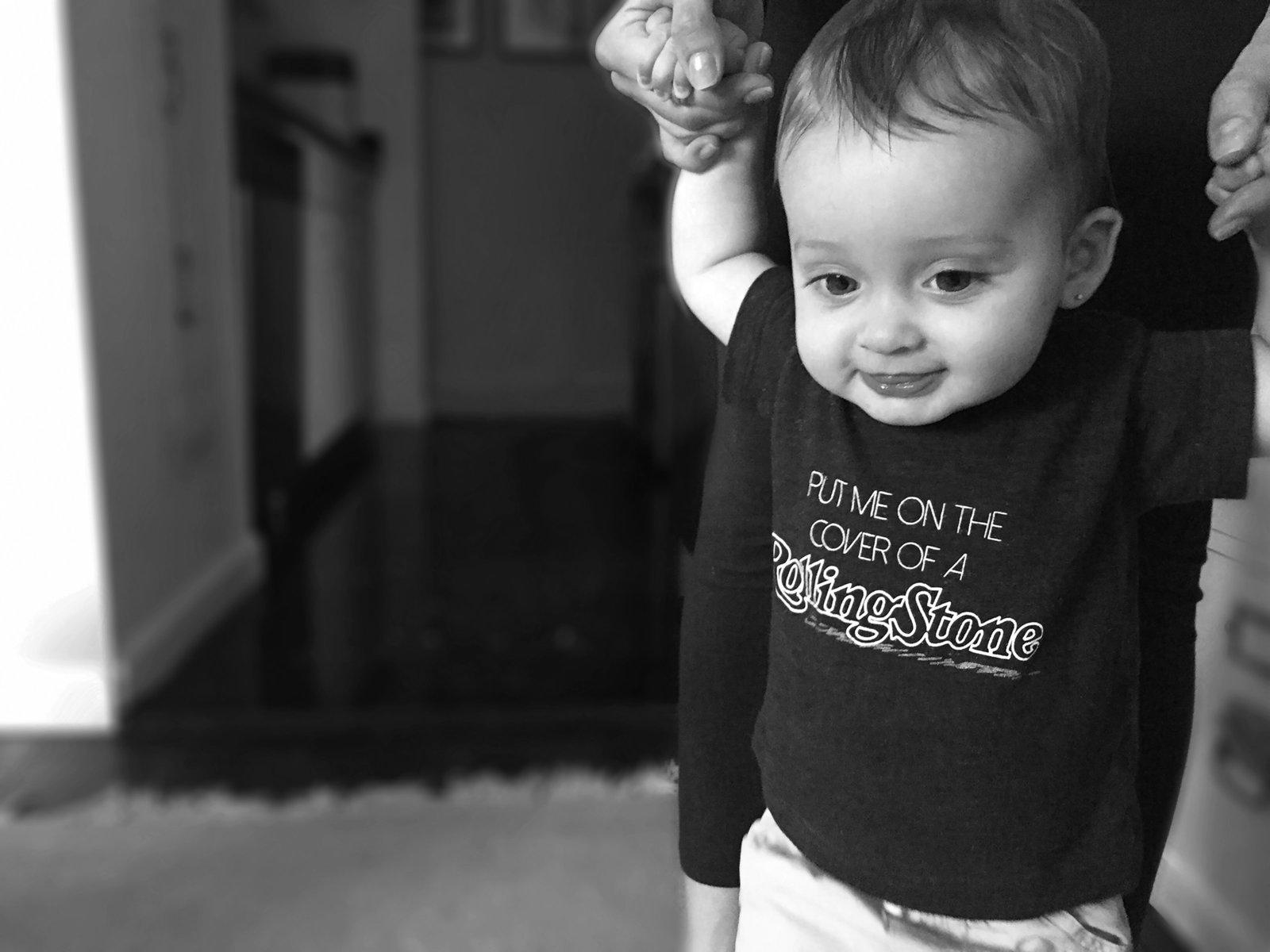 2015_08_06_Emilia_In_Rolling_Stones_Tshirt