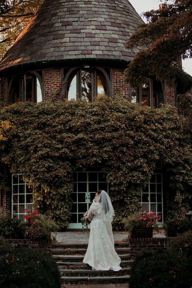 bride outside at the greenville country club in delaware