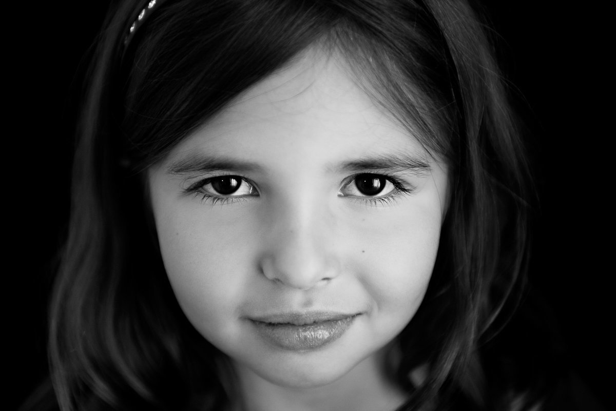 caitlin-chadwick-holiday-mini-session-beautiful-girl-child-dark-eyes-black-and-white-timeless-2