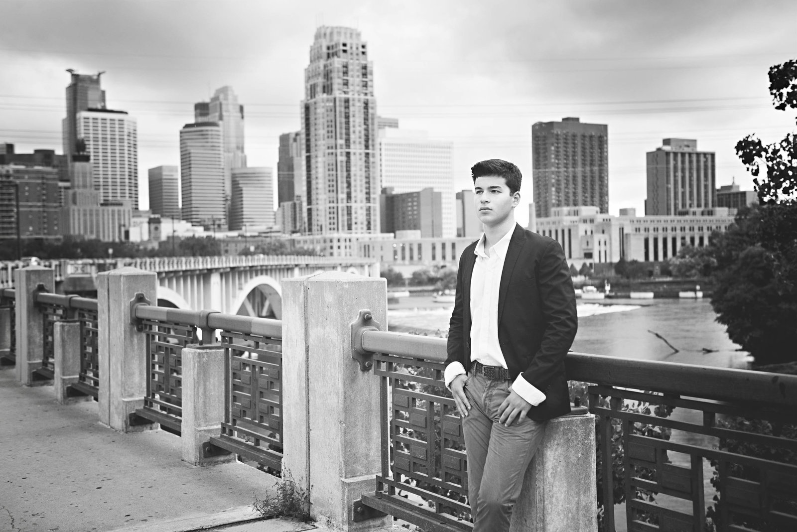 Guy boy senior picture photographer in Minnetonka minneapolis st. paul17