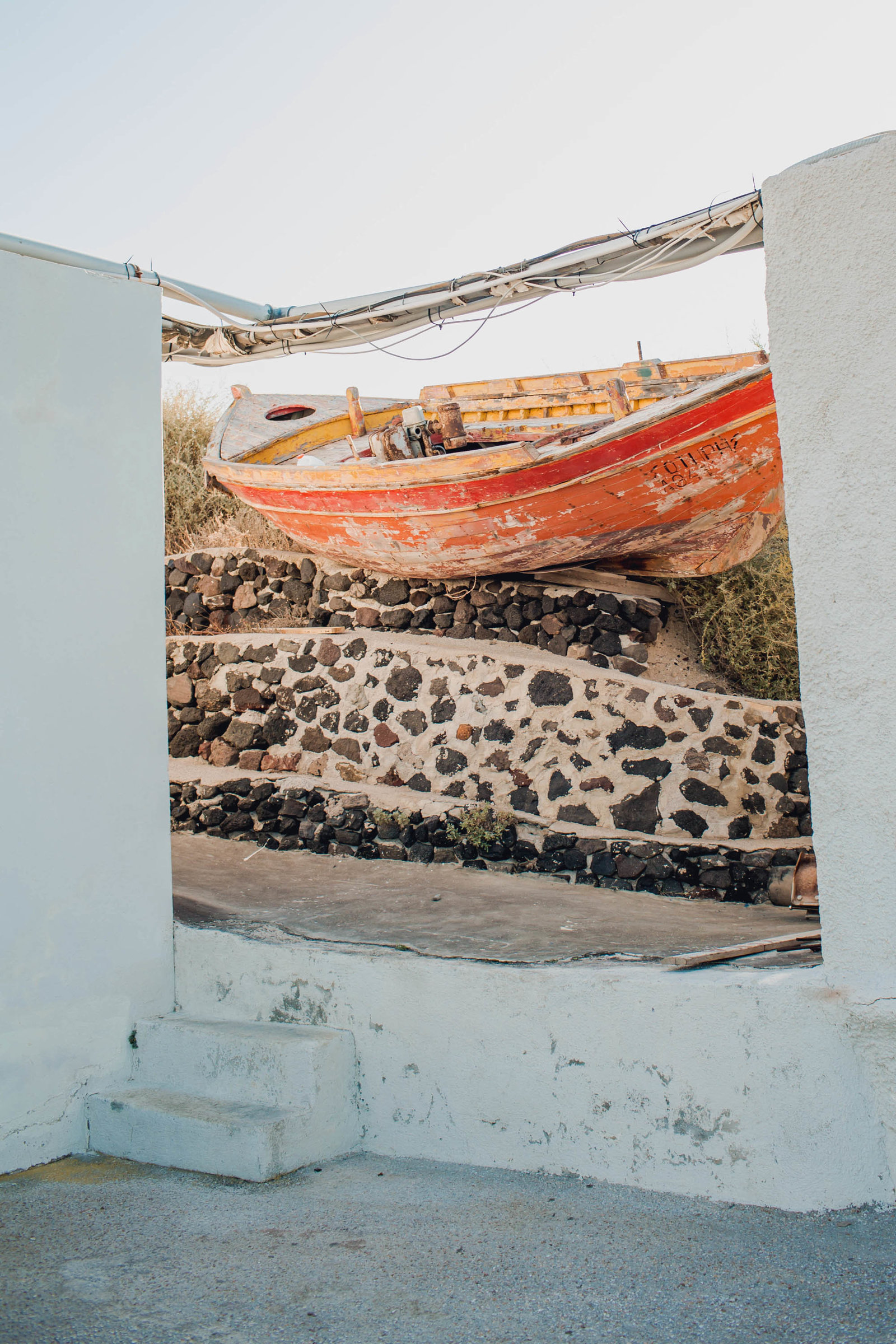 old-red-boat-destination-travel-santorini-wedding-kate-timbers-photo-2633