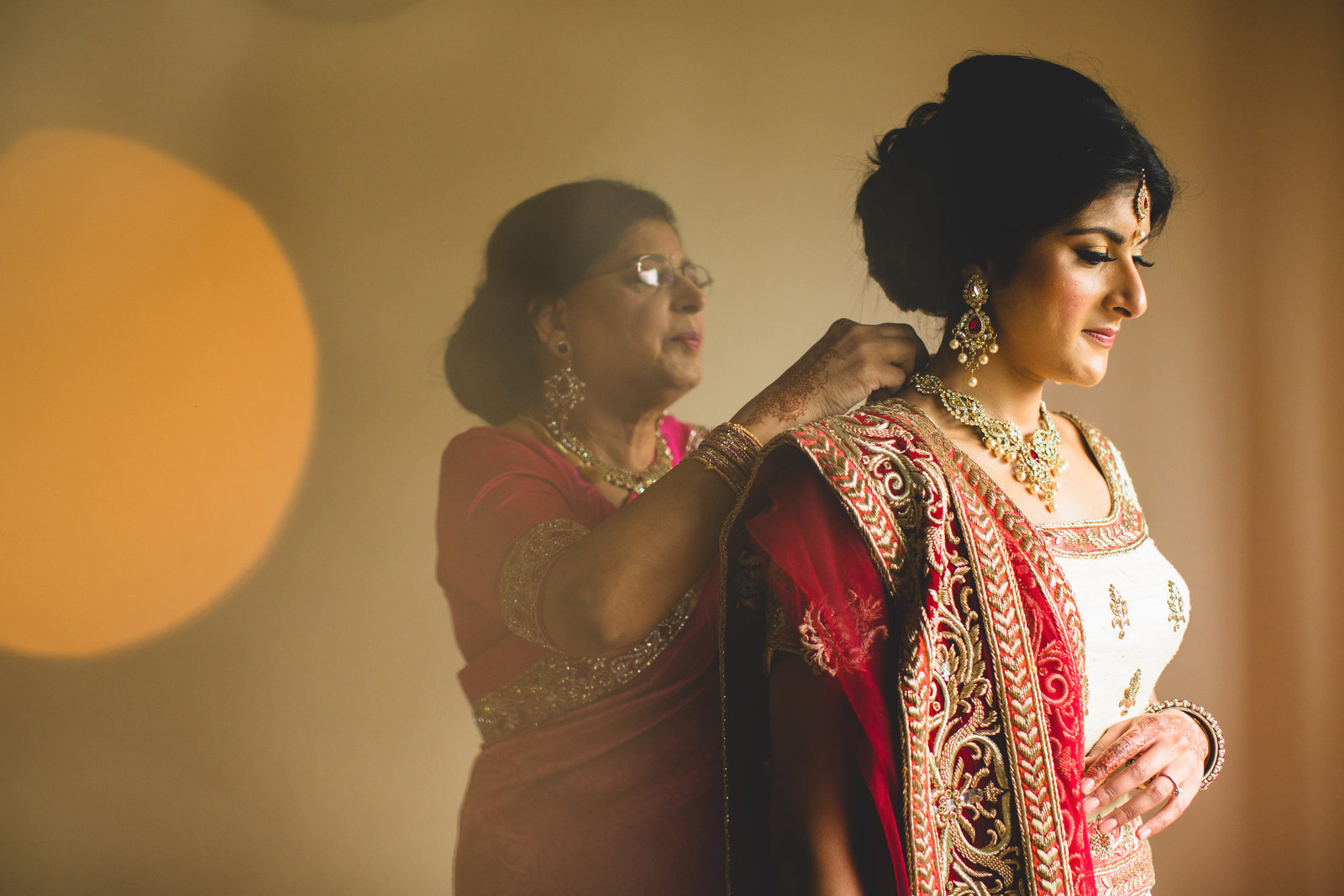 indian wedding photographer sari mum