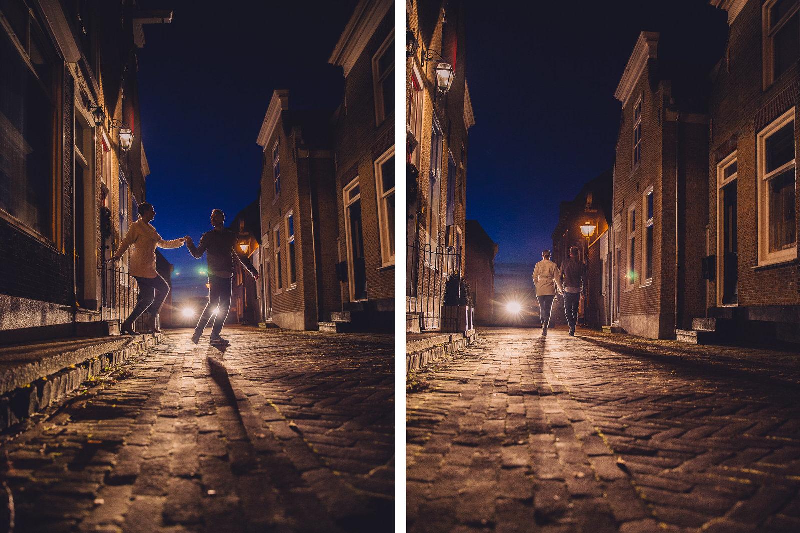 Liefde in de koplampen van een auto. Deze loveshoot in de avond laat een mooi Oud-Hollands straatje zien. Copyright Nanda Zee-Fritse | FOTOZEE