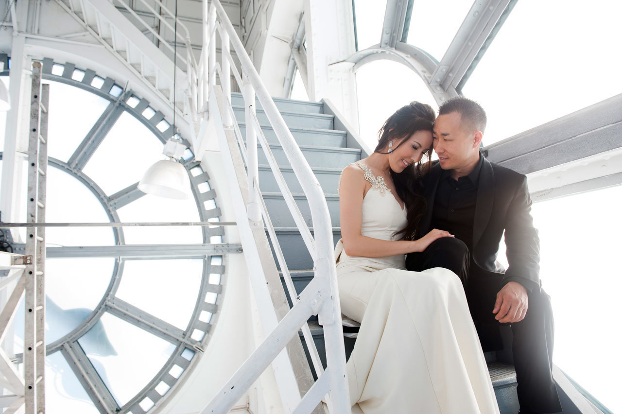 vancouver-wedding-photographer-best-wedding-photographer-clock-tower-engagement-photos-SP079
