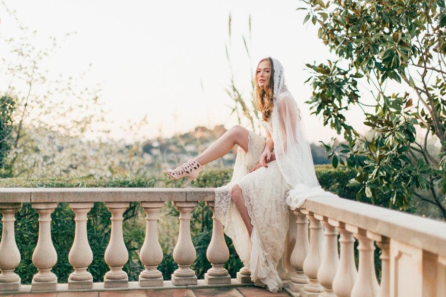 Artemis_champagne_beaded_lace_boho_wedding_dress_veil_JoanneFlemingDesign_MichaelaKlouda