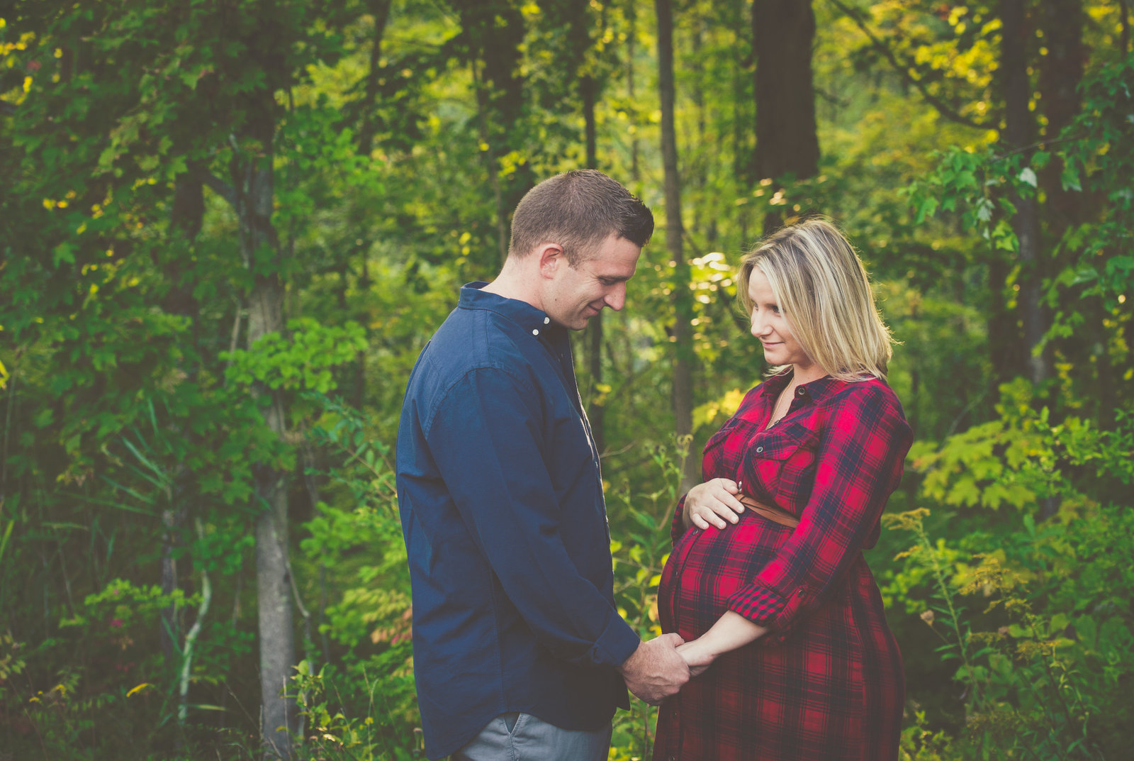 pregnant mom and husband posing for maternity session