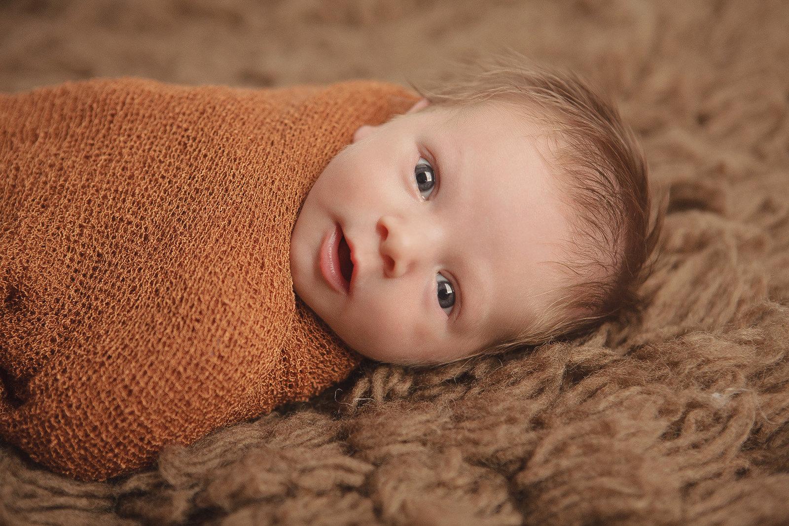 Mahwah NJ newborn baby awake photo by Hudson Valley professional photographer in Cornwall NY photo studio